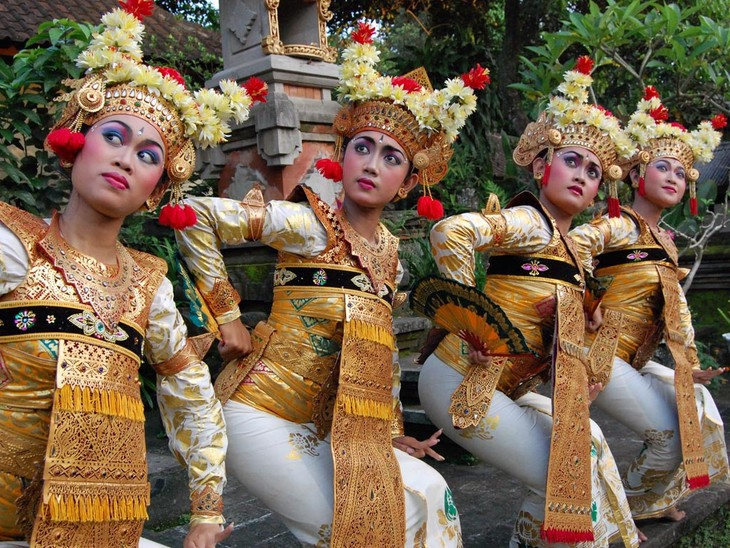 Balinese dance - religious, artistic expression of Indonesian islanders - ảnh 4