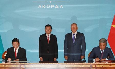Culmina la visita del presidente vietnamita a Kazajstán  - ảnh 2