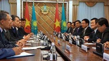 Culmina la visita del presidente vietnamita a Kazajstán  - ảnh 1
