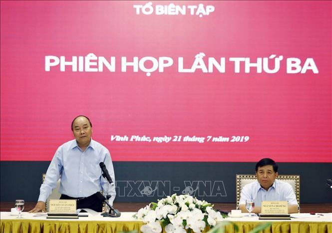 Premier vietnamita pide adecuar estrategia de desarrollo socioeconómico a nueva situación global - ảnh 1