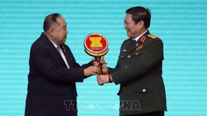Vietnam asume oficialmente presidencia de Reunión de Ministros de Defensa de Asean - ảnh 1