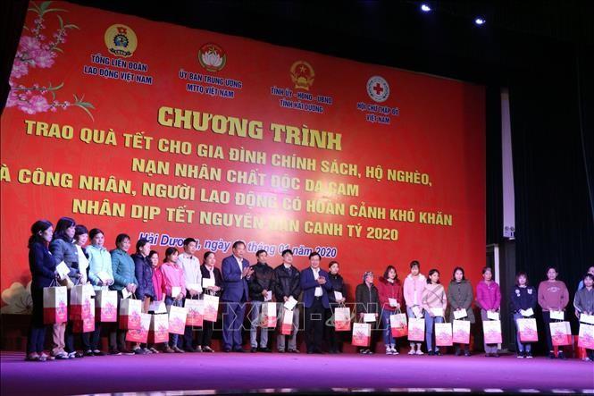 Prosiguen actividades de atención a los necesitados en Hai Duong y Long An - ảnh 1