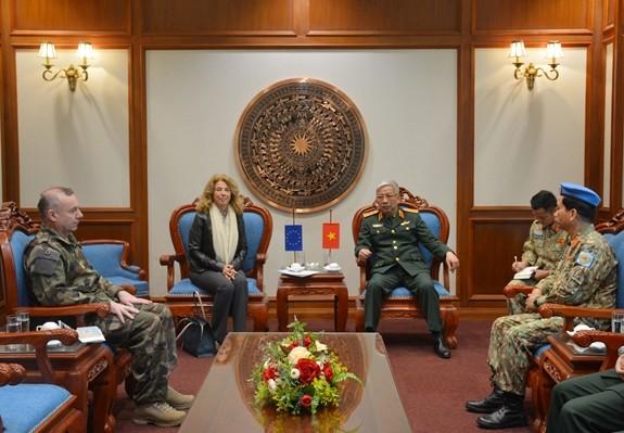 Vietnam y Unión Europea afianzan cooperación en el mantenimiento de la paz de las Naciones Unidas - ảnh 1