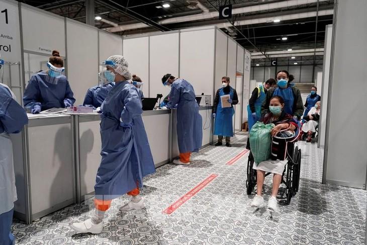Países europeos consideran aliviar medidas de aislamiento - ảnh 1