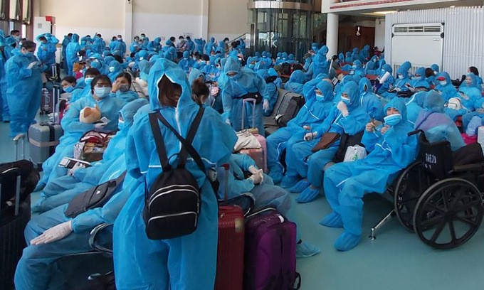Repatrian a más de 300 vietnamitas desde Taiwán (China) - ảnh 1