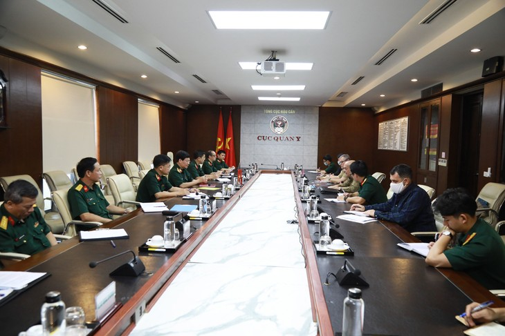 Vietnam y Cuba fortalecen la cooperación médico-militar en la lucha contra covid-19 - ảnh 1