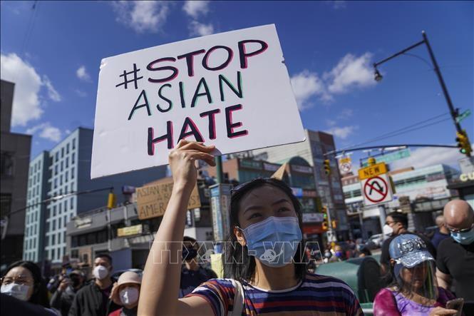 Manifestaciones contra violencia hacia comunidad asiática en Estados Unidos - ảnh 1