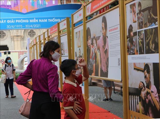 Inauguran exposición sobre la lucha de víctimas vietnamitas del agente naranja por la justicia - ảnh 1