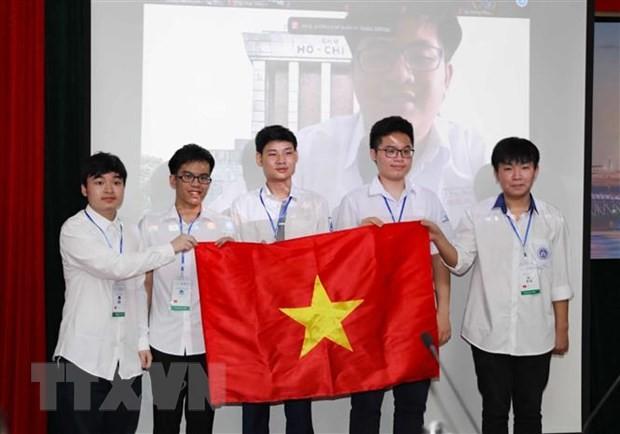 Alumnos vietnamitas conquistan numerosas medallas en las Olimpiadas Internacionales de Matemáticas y Física - ảnh 1