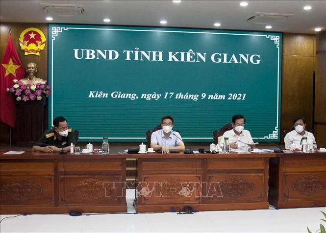 Vicepremier pide un mayor esfuerzo de Kien Giang para volver a la nueva normalidad - ảnh 1