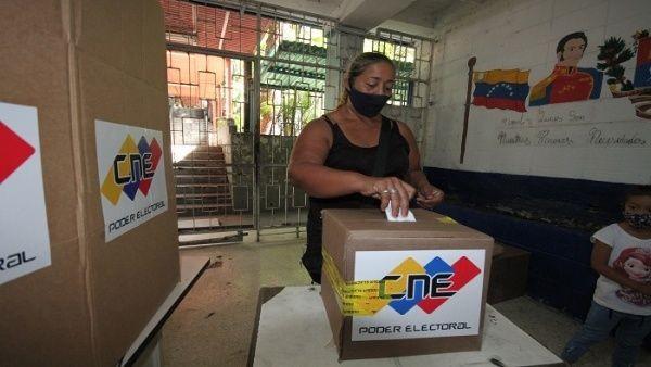 Venezuela realiza el simulacro comicial de cara a las elecciones regionales de noviembre - ảnh 1