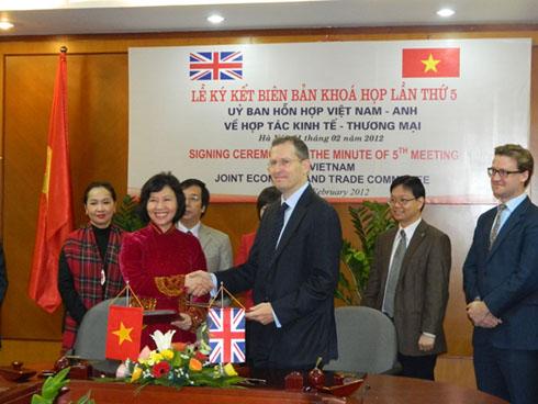 พิธีลงนามบันทึกการประชุมครั้งที่5ของคณะกรรมการJETCOระหว่างเวียดนามกับอังกฤษ - ảnh 1