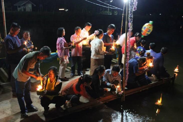 ภาพถ่ายเกี่ยวกับเทศกาลลอยกระทง - ảnh 5