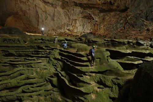 กว๋างบิ่งสร้างผลิตภัณฑ์การท่องเที่ยวศึกษาค้นคว้าถ้ำต่างๆ - ảnh 1