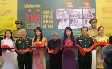 เปิดงานนิทรรศการวิจิตศิลป์เกี่ยวกับนายพลเวียดนามผู้มีชื่อเสียง - ảnh 1