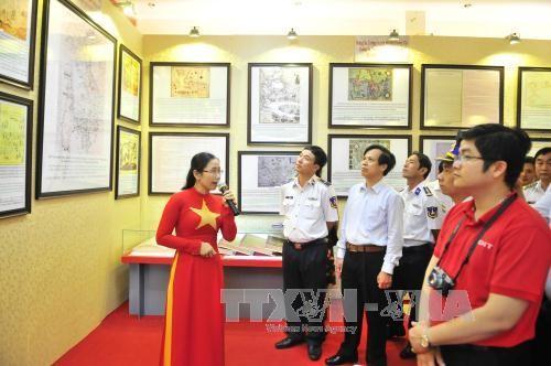 งานนิทรรศการแผนที่และเอกสารเกี่ยวกับหว่างซาและเจื่องซาของเวียดนาม ณ อำเภอเกาะฟู้ก๊วก - ảnh 1