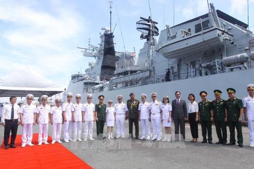 เรือของกองทัพเรือมาเลเซียเข้าเทียบท่าเรือในนครโฮจิมินห์ - ảnh 1
