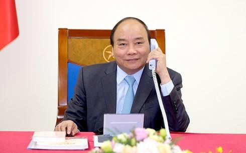 นายกรัฐมนตรี เหงียนซวนฟุก พูดคุยทางโทรศัพท์กับนายกรัฐมนตรีญี่ปุ่น - ảnh 1