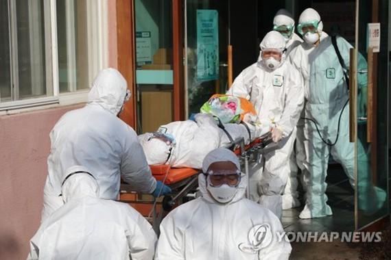 สาธารณรัฐเกาหลีมีผู้เสียชีวิตจากโรค Covid-19 7 ราย - ảnh 1