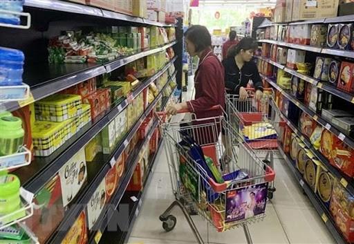 นายกรัฐมนตรีสั่งจัดสรรสินค้าอย่างสมบูรณ์แก่ซูเปอร์มาร์เก็ตและร้านค้าในกรุงฮานอย - ảnh 1