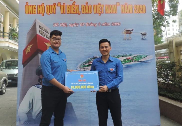 เยาวชนของกรุงฮานอยสนับสนุนกองทุนเพื่อทะเลและหมู่เกาะเวียดนาม - ảnh 1