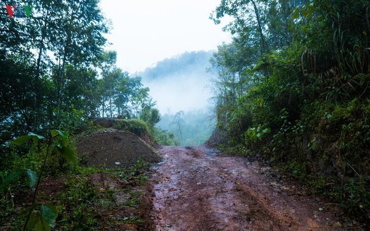จุดตะวันตกสุด อาปาฉาย ไก่ขันได้ยินสามประเทศ เวียดนาม ลาว จีน - ảnh 10