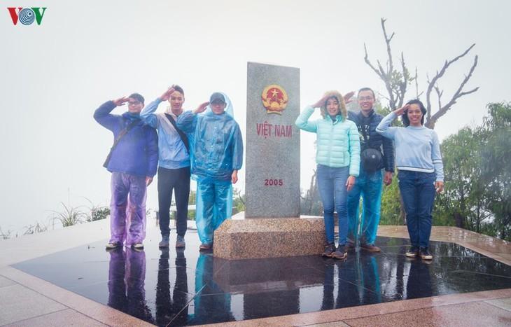 จุดตะวันตกสุด อาปาฉาย ไก่ขันได้ยินสามประเทศ เวียดนาม ลาว จีน - ảnh 12