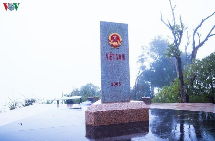 จุดตะวันตกสุด อาปาฉาย ไก่ขันได้ยินสามประเทศ เวียดนาม ลาว จีน - ảnh 1