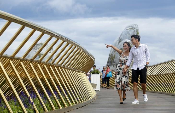 Cau Vang หรือสะพานทองที่ Ba Na Hills นครดานัง ติดรายชื่อสะพานที่สวยที่สุดในโลก - ảnh 11