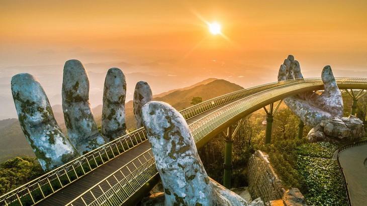 Cau Vang หรือสะพานทองที่ Ba Na Hills นครดานัง ติดรายชื่อสะพานที่สวยที่สุดในโลก - ảnh 3