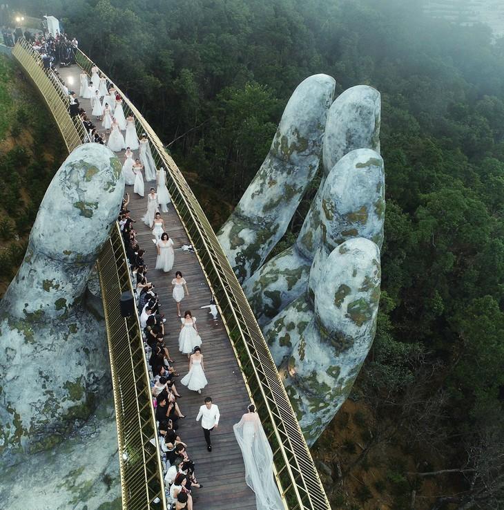 Cau Vang หรือสะพานทองที่ Ba Na Hills นครดานัง ติดรายชื่อสะพานที่สวยที่สุดในโลก - ảnh 5