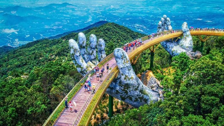 Cau Vang หรือสะพานทองที่ Ba Na Hills นครดานัง ติดรายชื่อสะพานที่สวยที่สุดในโลก - ảnh 6