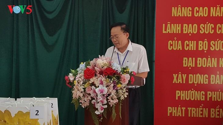 สถานทูตไทย ณ กรุงฮานอย ทีมประเทศไทยและภาคเอกชนมอบสิ่งของบรรเทาทุกข์ให้แก่ผู้ที่มีฐานะยากจนที่ได้รับผลกระทบจากโรคโควิด-19 ในแขวง ฟุกซ้า เขตบาดิ่งห์ กรุงฮานอย - ảnh 2