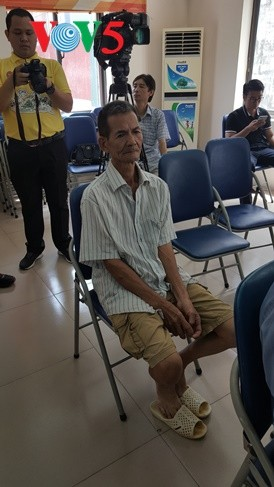 สถานทูตไทย ณ กรุงฮานอย ทีมประเทศไทยและภาคเอกชนมอบสิ่งของบรรเทาทุกข์ให้แก่ผู้ที่มีฐานะยากจนที่ได้รับผลกระทบจากโรคโควิด-19 ในแขวง ฟุกซ้า เขตบาดิ่งห์ กรุงฮานอย - ảnh 7