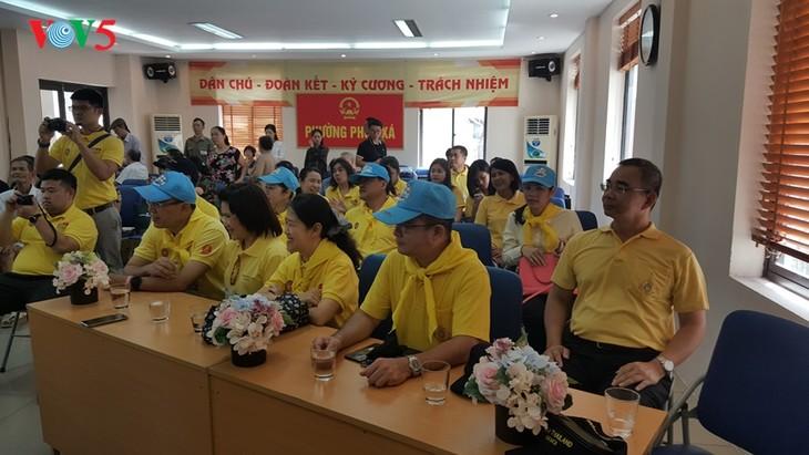 สถานทูตไทย ณ กรุงฮานอย ทีมประเทศไทยและภาคเอกชนมอบสิ่งของบรรเทาทุกข์ให้แก่ผู้ที่มีฐานะยากจนที่ได้รับผลกระทบจากโรคโควิด-19 ในแขวง ฟุกซ้า เขตบาดิ่งห์ กรุงฮานอย - ảnh 15