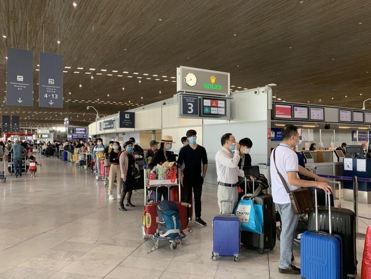 พาพลเมืองเวียดนามจากประเทศต่างๆกลับประเทศ. - ảnh 1