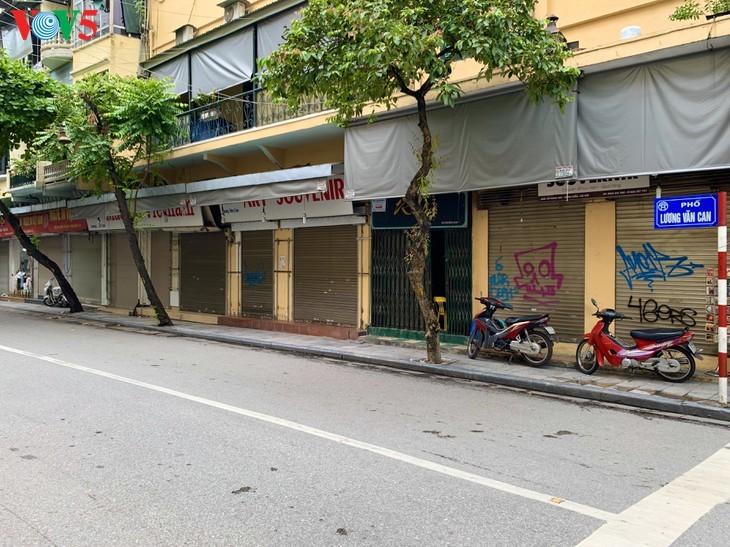 บรรยากาศย่านโบราณ 36 สายในกรุงฮานอยที่ได้รับผลกระทบจากโรคโควิด-19 - ảnh 13