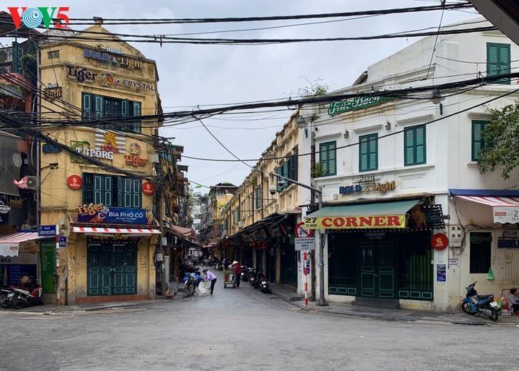 บรรยากาศย่านโบราณ 36 สายในกรุงฮานอยที่ได้รับผลกระทบจากโรคโควิด-19 - ảnh 1