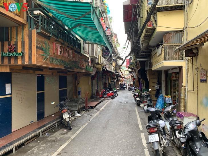บรรยากาศย่านโบราณ 36 สายในกรุงฮานอยที่ได้รับผลกระทบจากโรคโควิด-19 - ảnh 4