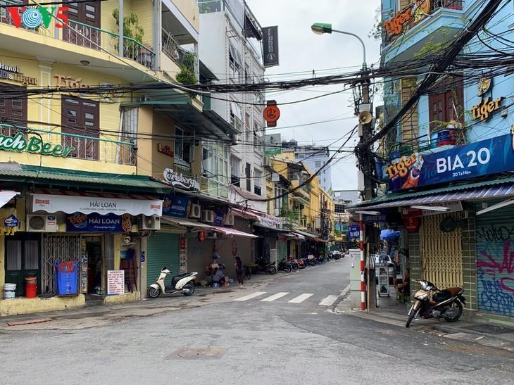 บรรยากาศย่านโบราณ 36 สายในกรุงฮานอยที่ได้รับผลกระทบจากโรคโควิด-19 - ảnh 5