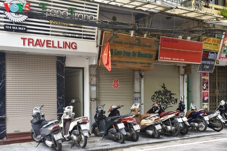 บรรยากาศย่านโบราณ 36 สายในกรุงฮานอยที่ได้รับผลกระทบจากโรคโควิด-19 - ảnh 6