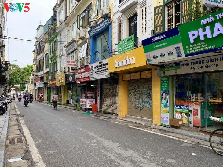 บรรยากาศย่านโบราณ 36 สายในกรุงฮานอยที่ได้รับผลกระทบจากโรคโควิด-19 - ảnh 8