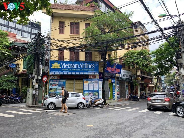 บรรยากาศย่านโบราณ 36 สายในกรุงฮานอยที่ได้รับผลกระทบจากโรคโควิด-19 - ảnh 9