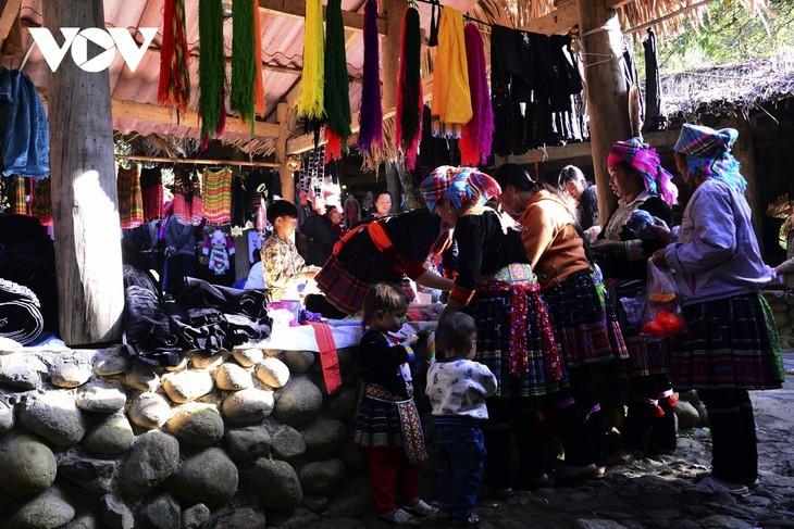 หมู่บ้านชนเผ่าม้งที่เชิงเขา เซินบากไม - ảnh 13