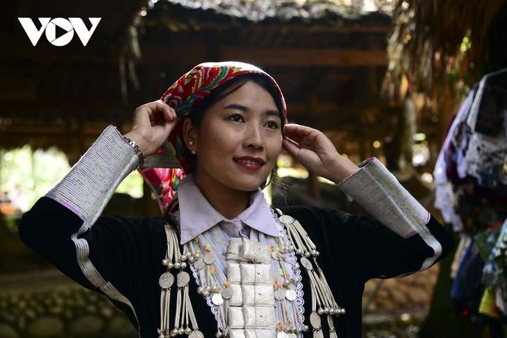 หมู่บ้านชนเผ่าม้งที่เชิงเขา เซินบากไม - ảnh 14