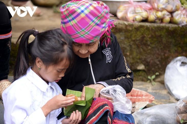หมู่บ้านชนเผ่าม้งที่เชิงเขา เซินบากไม - ảnh 15