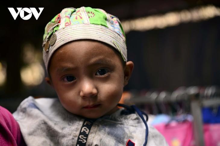 หมู่บ้านชนเผ่าม้งที่เชิงเขา เซินบากไม - ảnh 18