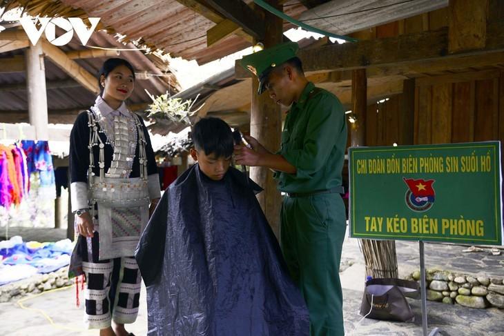 หมู่บ้านชนเผ่าม้งที่เชิงเขา เซินบากไม - ảnh 19