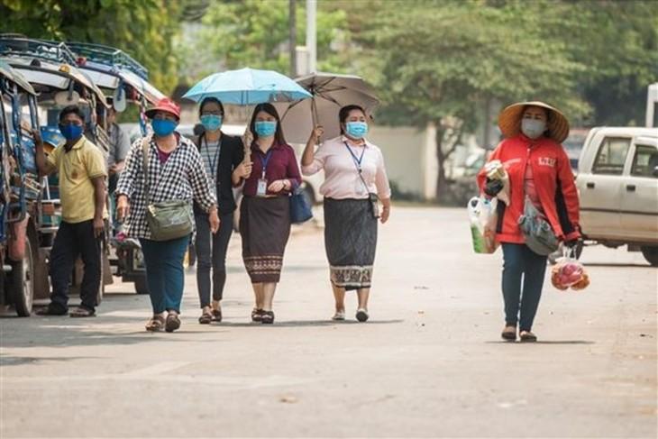 เวียดนามพบผู้ติดเชื้อโรคโควิด-19 รายใหม่เพิ่มอีก 12 ราย ส่วนทั่วโลกมีผู้ติดเชื้อสะสมกว่า 136. 61 ล้านราย - ảnh 1