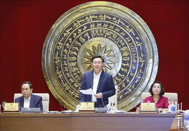 ประธานสภาแห่งชาติ เวืองดิ่งเหวะ ประชุมกับคณะกรรมการปฏิบัติงานด้านผู้แทนสภาแห่งชาติ - ảnh 1